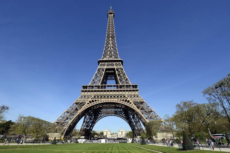 Eiffel Tower photo - Alice Walkers Garden