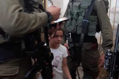 Little Girl Israeli soliders defending themselves from her 2020-10-26