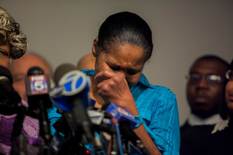 photo of Mrs. Eric Garner heartbroken at press statement alicewalkersgarden.com